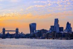 Городской пейзаж Лондона на заходе солнца Стоковые Фотографии RF