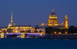 Городской пейзаж на ноче, Россия Санкт-Петербурга стоковые изображения