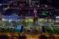 Городской пейзаж ночи Варшавы Польши - взгляд на Aleje Jerozolimskie стоковые изображения