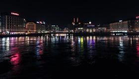 Городской пейзаж ночи города Женевы стоковое изображение rf