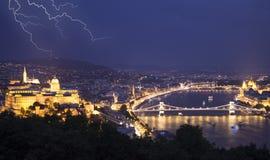 Городской пейзаж ночи старого европейского городка Будапешта, Венгрии стоковое фото rf