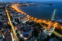 Городской пейзаж ночи Qingdao стоковое фото