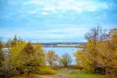 Городской пейзаж осени острова Khortitsa в Zaporizhia, Украине стоковое фото rf
