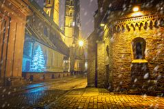 Городской пейзаж рождества - взгляд вечера собора St. John баптист Стоковое Изображение
