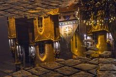 Городской пейзаж рождества - взгляд на отражении в воде собора St. John баптист, расположенного в distr Ostrow Tumski старых Стоковое Изображение RF
