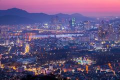 Городской пейзаж Сеула, Сеул на ноче, горизонте и небоскребе, южном k Стоковое Фото