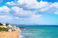 Городской пейзаж со Средиземным морем в Selinunte стоковые фото