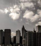 Городской городской пейзаж с высокими небоскребами в столичном Манхаттане, Нью-Йорком Стоковые Фото
