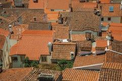 Городской пейзаж с много крыш стоковое изображение rf