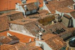 Городской пейзаж с много крыш стоковое изображение