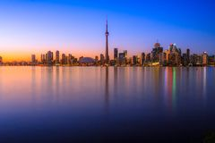 Городской пейзаж Торонто с цветом отражения ярким Стоковое фото RF