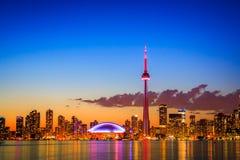 Городской пейзаж Торонто с цветом отражения ярким Стоковое Фото