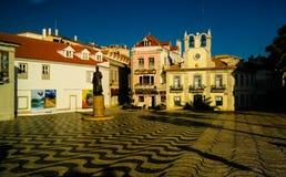 Городской пейзаж утра здание муниципалитета и квадрата, Cascais, Португалии Стоковое Изображение RF