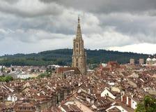 Городской пейзаж Bern с собором Muenster, Швейцария, Стоковая Фотография