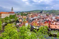 Городской пейзаж Cesky Krumlov с замком и старым городком, чехией стоковые изображения