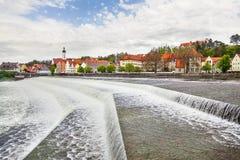 Городской пейзаж Landsberg am Lech и реки Lech Стоковые Фото