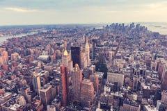 городской пейзаж New York вид с воздуха панорамно Заход солнца стоковое фото