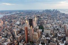городской пейзаж New York вид с воздуха панорамно Заход солнца стоковая фотография