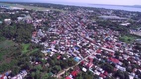 Городской пейзаж Puerto Princesa с морем и авиапортом в предпосылке Palawan, Филиппины акции видеоматериалы