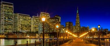 Городской Сан-Франциско и пирамида Transamerica на Chrismas Стоковое фото RF