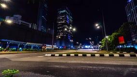 Городской транспорт ночи 4K промежуток времени, ноча Пропускать плотного движения с запачканным движением сумрак видеоматериал