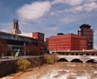 Городской Rochester от моста улицы суда стоковое фото