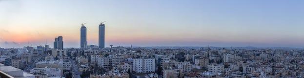 Город Аммана взгляда - выигрыш неба башен строба Джордана красивый Стоковые Изображения