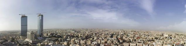 Город Аммана панорамного взгляда - строб Джордана возвышается красивая зима неба Стоковая Фотография RF