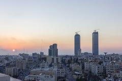 Город Аммана - строб Джордана возвышается красивое небо Стоковая Фотография