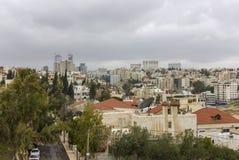 Город Аммана - строб Джордана возвышается красивое небо Стоковое Фото