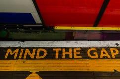 Город/Англия Лондона: Подземный разум знака зазор стоковое изображение