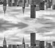 Город вверх ногами Взгляд горизонта футуристический нереальный Стоковые Фотографии RF