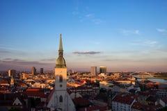 Город городского пейзажа захода солнца Братиславы Стоковое Изображение