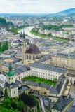 Город Зальцбурга от высокой точки зрения в форте и castl Зальцбурга Стоковые Фото