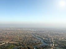город зданий птицы eyes над взглядом солнца урбанским Стоковые Изображения