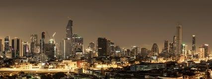 Город здания в Бангкоке на nighttime Стоковая Фотография