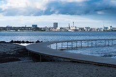 Город и гавань Орхуса от моста безграничности стоковые фотографии rf
