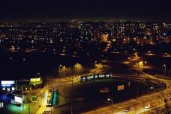 Город и трамвай ночи Стоковые Фотографии RF