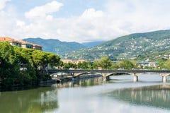 Город ландшафта реки Entella, взгляда Chiavari от c стоковая фотография
