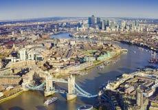 Город Лондона, вид с воздуха с мостом башни и Темза Стоковая Фотография RF