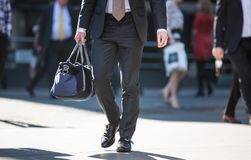 Город Лондона, идя бизнесменов на улице Великобритания Стоковое фото RF