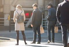 Город Лондона, серий идя бизнесменов на улице Великобритания Стоковое Изображение RF