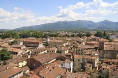 Город Лукки, взгляд Тосканы от башни Guinigi стоковая фотография