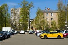 Город Москвы областной Королёва Улица Oktyabrskaya parking стоковое изображение rf