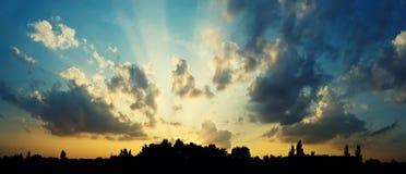 город над заходом солнца Стоковая Фотография RF