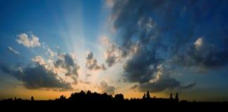 город над заходом солнца Стоковое фото RF