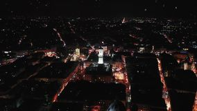 Город ночи в снеге Концепция рождества стоковое изображение rf