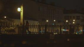 Город ночи с фонариками и мостом акции видеоматериалы
