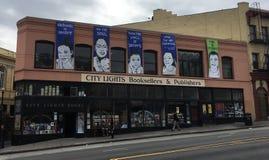 Город освещает Bookstore, его начал вне как кассета, 3 стоковое фото