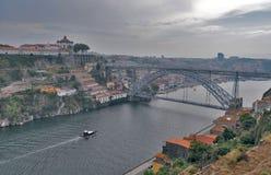 Город осени отключения моста Порту стоковые изображения rf